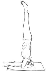 Posizione yoga invertita sulla testa